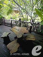 Terrace : Family Room Beach Front(P) (มาเป็นครอบครัว&หมู่คณะ) โรงแรมในกระบี่, ประเทศไทย