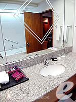 バンコク サイアム・プラトゥーナムのホテル : パトゥムワン プリンセス ホテル(Pathumwan Princess Hotel)のスーペリアルームの設備 Bathroom