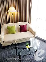 バンコク サイアム・プラトゥーナムのホテル : パトゥムワン プリンセス ホテル(Pathumwan Princess Hotel)のデラックスルームの設備 Sofa