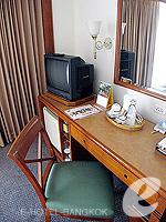 バンコク サイアム・プラトゥーナムのホテル : パトゥムワン プリンセス ホテル(Pathumwan Princess Hotel)のデラックスルームの設備 Desk