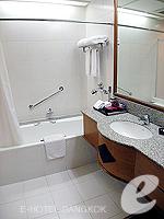 バンコク サイアム・プラトゥーナムのホテル : パトゥムワン プリンセス ホテル(Pathumwan Princess Hotel)のデラックスルームの設備 Bath Room