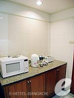 バンコク サイアム・プラトゥーナムのホテル : パトゥムワン プリンセス ホテル(Pathumwan Princess Hotel)のエグゼクプラススイートルームの設備 Kitchen