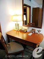バンコク サイアム・プラトゥーナムのホテル : パトゥムワン プリンセス ホテル(Pathumwan Princess Hotel)のエグゼクプラススイートルームの設備 Desk