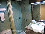 プーケット ビーチフロントのホテル : パトン ベイ ガーデン リゾート(Patong Bay Garden Resort)のスーペリアルームの設備 Bathroom