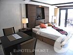 プーケット ビーチフロントのホテル : パトン ベイ ガーデン リゾート(Patong Bay Garden Resort)のデラックス バルコニールームの設備 Bedroom