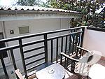 プーケット ビーチフロントのホテル : パトン ベイ ガーデン リゾート(Patong Bay Garden Resort)のデラックス バルコニールームの設備 Balcony