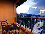 プーケット パトンビーチのホテル : パトン コテージ リゾート(Patong Cottage Resort)のデラックス シービュールームの設備 Balcony