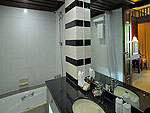 プーケット パトンビーチのホテル : パトン メルリン ホテル(Patong Merlin Hotel)のジュニア スイートルームの設備 Bath Room