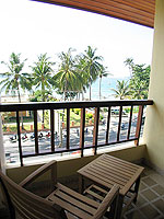 プーケット パトンビーチのホテル : パトン パラゴン リゾート&スパ(Patong Paragon Resort & Spa)のデラックスルームの設備 Balcony