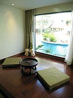 プーケット パトンビーチのホテル : パトン パラゴン リゾート&スパ(Patong Paragon Resort & Spa)のプールアクセスルームの設備 Living Area