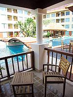 プーケット パトンビーチのホテル : パトン パラゴン リゾート&スパ(Patong Paragon Resort & Spa)のプールアクセスルームの設備 Balcony