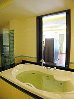 プーケット パトンビーチのホテル : パトン パラゴン リゾート&スパ(Patong Paragon Resort & Spa)のプレジデンシャル スイートルームの設備 Bath Room