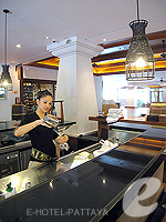Lobby Bar : AVANI Pattaya Resort & Spa, Ocean View Room, Phuket