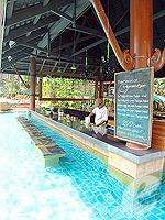In-Pool Bar : AVANI Pattaya Resort & Spa, Ocean View Room, Phuket