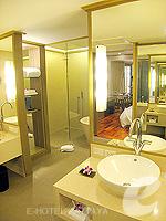 パタヤ サウスパタヤのホテル : アヴァニ パタヤ リゾート&スパ(AVANI Pattaya Resort & Spa)のテラス スイートルームの設備 Bathroom