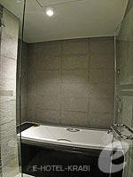 クラビ カップル&ハネムーンのホテル : ピース ラグーナ リゾート(Peace Laguna Resort & Spa)のスーペリアルームの設備 Bathroom