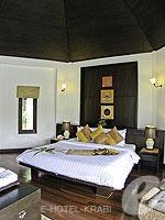 クラビ カップル&ハネムーンのホテル : ピース ラグーナ リゾート(Peace Laguna Resort & Spa)のプライベート コテージルームの設備 Bedroom