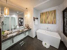 サムイ島 ボプットビーチのホテル : ピース リゾート(Peace Resort)の2ベッドルーム シーブリーズ プール ヴィラルームの設備 Bathroom