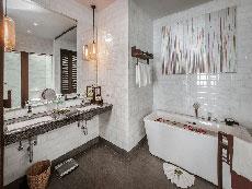 サムイ島 ボプットビーチのホテル : ピース リゾート(Peace Resort)のビーチフロント プール ヴィラルームの設備 Bath Room