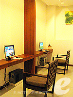 Internet Corner / Peach Blossom Resort, หาดกะตะ