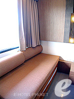 プーケット カタビーチのホテル : ピーチ ブロッサム リゾート(Peach Blossom Resort)のグランド デラックスルームの設備 Sitting Area