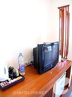 プーケット カタビーチのホテル : ピーチ ブロッサム リゾート(Peach Blossom Resort)のグランド デラックスルームの設備 TV & Minibar