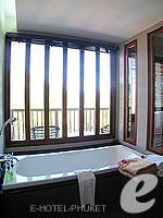 プーケット カタビーチのホテル : ピーチ ブロッサム リゾート(Peach Blossom Resort)のグランド デラックスルームの設備 Bathroom