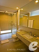 プーケット プールヴィラのホテル : ピーチヒル ホテル&リゾート(Peach Hill Hotel & Resort)のスーペリアルームの設備 Bathroom