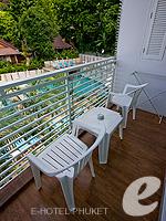 プーケット プールヴィラのホテル : ピーチヒル ホテル&リゾート(Peach Hill Hotel & Resort)のスーペリアルームの設備 Balcony