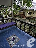 クラビ ピピ島のホテル : ピピ ビラ リゾート(Phi Phi Villa Resort)のデラックス バンガロールームの設備 Terrace