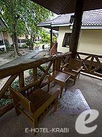 クラビ ピピ島のホテル : ピピ ビラ リゾート(Phi Phi Villa Resort)のラグジュラリー デラックス ビラルームの設備 Terrace