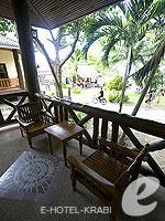 クラビ ピピ島のホテル : ピピ ビラ リゾート(Phi Phi Villa Resort)のラグジュアリー デラックス ビーチ フロントルームの設備 Terrace