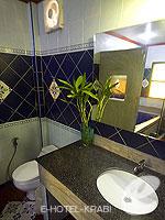 クラビ ピピ島のホテル : ピピ ビラ リゾート(Phi Phi Villa Resort)のラグジュアリー デラックス ビーチ フロントルームの設備 Bath Room