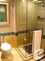 バンコク BTSプルンチット駅のホテル : ザ アテネ ホテル ラグジュアリー コレクション ホテル バンコク (The Athenee Hotel a Luxury Collection Hotel Bangkok)のデラックスルームの設備 Bath Room