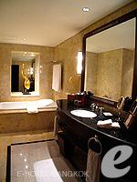 バンコク BTSプルンチット駅のホテル : ザ アテネ ホテル ラグジュアリー コレクション ホテル バンコク (The Athenee Hotel a Luxury Collection Hotel Bangkok)のロイヤル クラブ スイートルームの設備 Bath Room