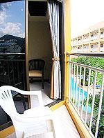 プーケット ロングステイのホテル : ポッパ パレス(Poppa Palace)のデラックス(シングル)ルームの設備 Balcony