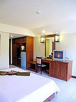 プーケット ロングステイのホテル : ポッパ パレス(Poppa Palace)のデラックス(ダブル/ツイン)ルームの設備 Bedroom