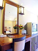 プーケット ロングステイのホテル : ポッパ パレス(Poppa Palace)のデラックス(ダブル/ツイン)ルームの設備 Desk