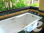 サムイ島 チョンモーンビーチのホテル : バイヨーク シーコースト サムイ(Baiyoke Seacoast Resort)のデラックス パビリオンルームの設備 Bathub