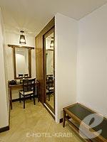 クラビ ライレイのホテル : ライレイ ビレッジ リゾート(Railay Village Resort & Spa)のデラックス プールビュールームの設備 Changing Area