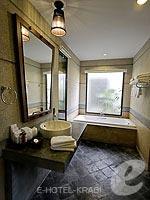 クラビ ライレイのホテル : ライレイ ビレッジ リゾート(Railay Village Resort & Spa)のデラックス プールビュールームの設備 Bathroom
