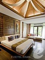 クラビ ライレイのホテル : ライレイ ビレッジ リゾート(Railay Village Resort & Spa)のジャグジー ヴィラルームの設備 Bedroom