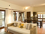 サムイ島 チョンモーンビーチのホテル : ランブータン ヴィラ(Rambutan Villa)の3ベッドルームルームの設備 Living Room