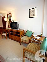 パタヤ ジョムティエンビーチのホテル : ラビンドラ ビーチ リゾート & スパ(Ravindra Beach Resort & Spa)のスーペリア ルームルームの設備 Sitting Area
