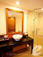 パタヤ ジョムティエンビーチのホテル : ラビンドラ ビーチ リゾート & スパ(Ravindra Beach Resort & Spa)のスーペリア ルームルームの設備 Bathroom