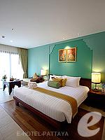 パタヤ ジョムティエンビーチのホテル : ラビンドラ ビーチ リゾート & スパ(Ravindra Beach Resort & Spa)のデラックス ルームルームの設備 Bedroom