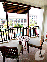 パタヤ ジョムティエンビーチのホテル : ラビンドラ ビーチ リゾート & スパ(Ravindra Beach Resort & Spa)のデラックス ルームルームの設備 Balcony