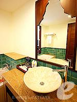 パタヤ ジョムティエンビーチのホテル : ラビンドラ ビーチ リゾート & スパ(Ravindra Beach Resort & Spa)のデラックス ルームルームの設備 Bathroom