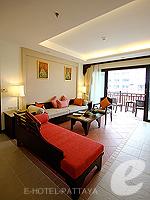 パタヤ ジョムティエンビーチのホテル : ラビンドラ ビーチ リゾート & スパ(Ravindra Beach Resort & Spa)のファミリー スイート 1 ベッド ルームルームの設備 Living Room