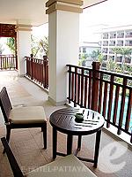 パタヤ ジョムティエンビーチのホテル : ラビンドラ ビーチ リゾート & スパ(Ravindra Beach Resort & Spa)のファミリー スイート 1 ベッド ルームルームの設備 Balcony